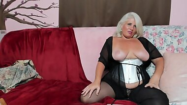 Curvy MILF Rosie: Mommy's Small Penis Humiliation w/ JOI and CEI