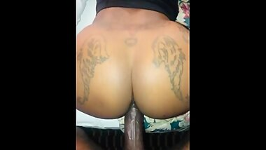 DOGGYSTYLE FOR HORNY EBONY MILF GOES CRAZY ON THE DICK